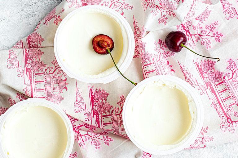 Plain keto yogurts
