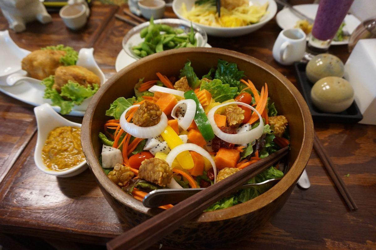 Quick tempeh salad
