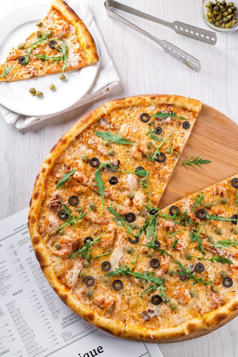 veggie pizza as mediterranean food