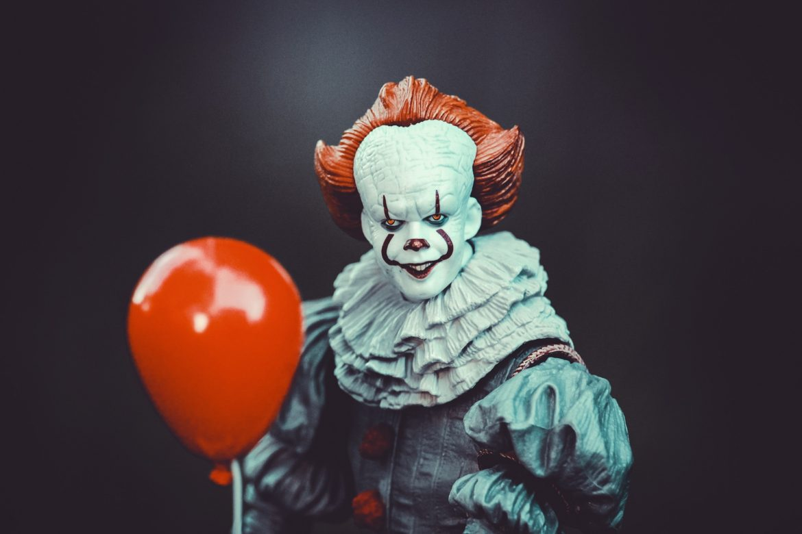 pennywise with a red balloon from stephen king movies